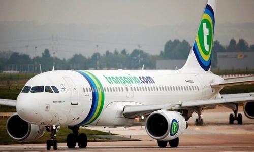 """Máy bay Hà Lan hạ cánh khẩn vì hành khách không ngừng """"xì hơi"""""""