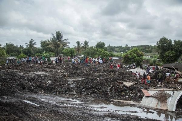 Hiện trường vụ núi rác đổ sập ở thủ đô