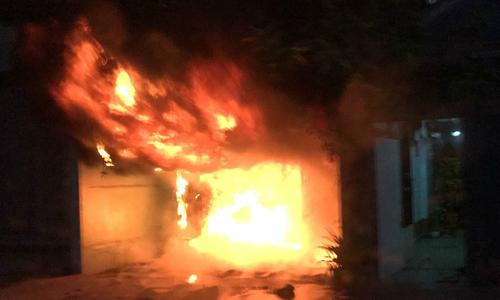 Nhà vắng chủ ở Sài Gòn cháy ngùn ngụt lúc rạng sáng
