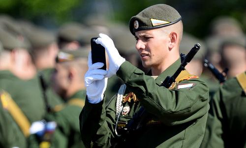 Quân đội Nga cấm binh sĩ sử dụng điện thoại thông minh