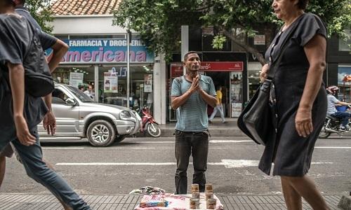 Người Venezuela tuyệt vọng bán tóc để sinh tồn