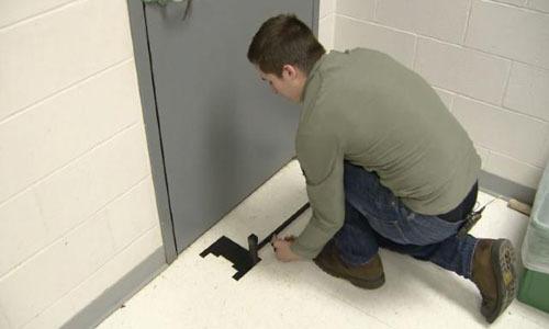 Học sinh Mỹ chế thiết bị chặn cửa chống xả súng