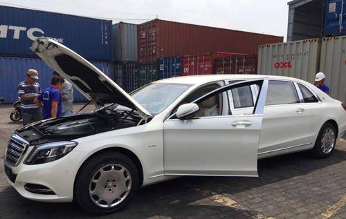 Mercedes-Maybach S600 Pullman đầu tiên về Việt Nam.