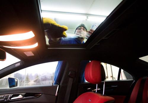 Cửa sổ trời là một trong những trang bị ưa thích trên xe hơi của người tiêu dùng.