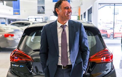 Ali Reda, kỷ lục gia mới về doanh số xe. Ảnh: USAtoday.
