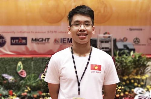 Nguyễn Nam Việt nhận được học bổng gần 5,5 tỷ đồng từ Đại học Tufts (Mỹ). Ảnh: NVCC