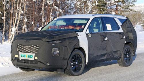 Hyundai cũng thử nghiệm mẫu SUV mới trong thời tiết mùa đông. Ảnh: Autoblog.