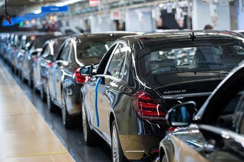 Daimler có dấu ấn người Trung Quốc sau thương vụ mua cổ phần của ông Lý Thư Phúc. Ảnh: Bloomberg.