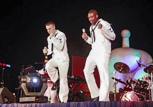 Ban nhạc của Hải quân Mỹ biểu diễn trong chuyến thăm Đà Nẵng hồi tháng 4/2012. Ảnh: Nguyễn Đông.