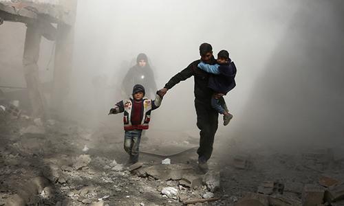 Dân thường ởDamascus, Syria chạy loạn. Ảnh: Somali Press.