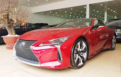 Lexus LC500 rao bán tại một showroom ở phố Phạm Hùng, Hà Nội.