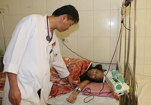 Bệnh nhân Thi sau khi được truyền máu đã qua cơn nguy kịch, hiện đã ra bệnh viện ở Hà Nội để tiếp tục theo dõi. Ảnh: Đức Hùng