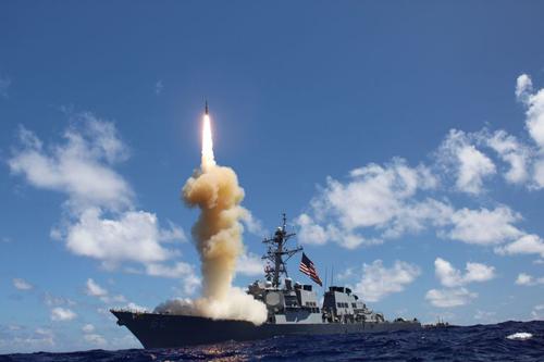 Tàu khu trục Mỹ phóng tên lửa đánh chặn SM-3. Ảnh: US Navy.