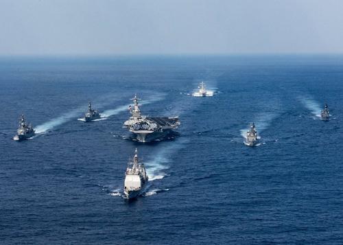 Một nhóm tác chiến tàu sân bay Mỹ hoạt động trên biển. Ảnh: US Navy.