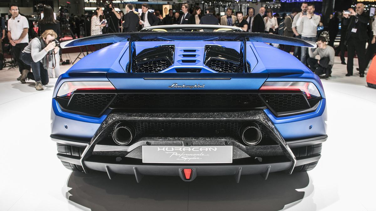 Chiêm ngưỡng siêu bò Lamborghini Huracan Performante Spyder: mui trần lạ mắt, tốc độ tối đa 325 Km/h