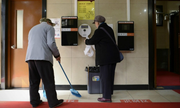 Trung Quốc tuyển cử nhân đại học quản lý nhà vệ sinh công cộng