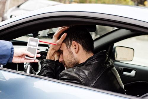 Tại một số nơi trên thế giới, các tài xế vi phạm quy định về nồng độ cồn trong máu và hơi thở có thể phải chịu những mức phạt nặng hơn nhiều so với những nơi khác. Ảnh: The Journal.