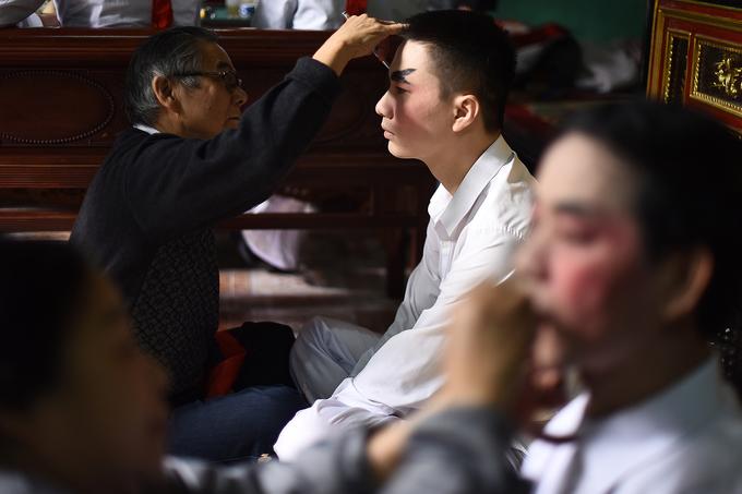 Người già, trẻ nhỏ hóa tiên nữ, đại tướng trong lễ rước ở Bắc Giang