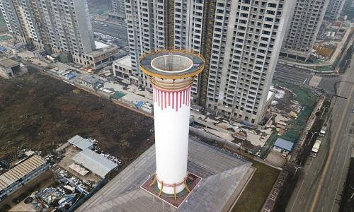Tháp lọc không khí hình ống khói đang được thử nghiệm ở Tây An. Ảnh: Futurism.