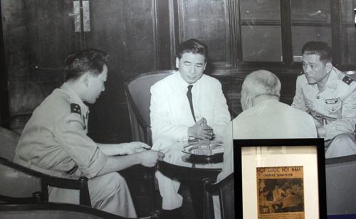 Hội đàm tại dinh Độc Lập tìm giải pháp cho Nam Việt Nam giữa ông Ngô Đình Diệm và các tướng lĩnh vào tháng 10/1954.