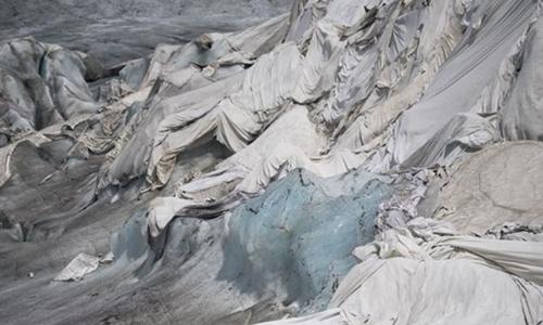 Thụy Sĩ trùm chăn lên sông băng để ngăn băng tan