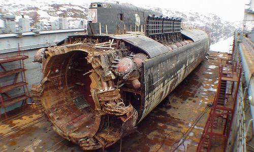 Xác tàu ngầm Kursk sau khi được trục vớt. Ảnh: Tass.
