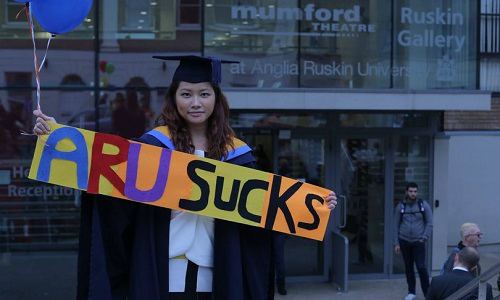 Cựu sinh viên kiện đại học Anh vì không xin được việc