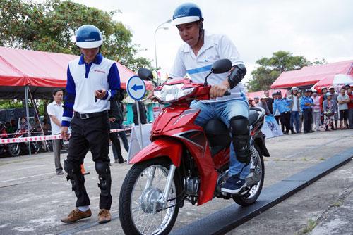hách hàng đến thay dầu miễn phí, tìm hiểu và lái thử các mẫu xe Honda, trải nghiệm các bài học lái xe an toàn
