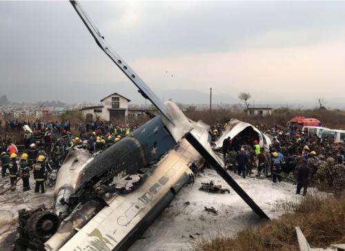 Máy bay bốc cháy và được dập lửa tại hiện trường.