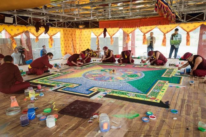 Mandala đá quý lớn nhất Việt Nam được chế tác tại Tây Thiên