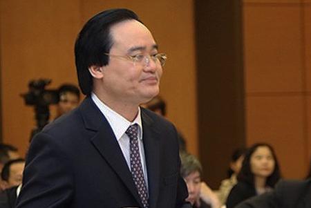 Bộ trưởng Phùng Xuân Nhạ thừa ủy quyền của Chính phủ trình bày tờ trình dự án luật Giáo dục đại học (sửa đổi) sáng 13/3. Ảnh: QH