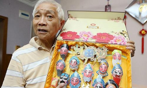 Người đàn ông Trung Quốc vẽ 3.000 mặt nạ Kinh kịch lên vỏ trứng