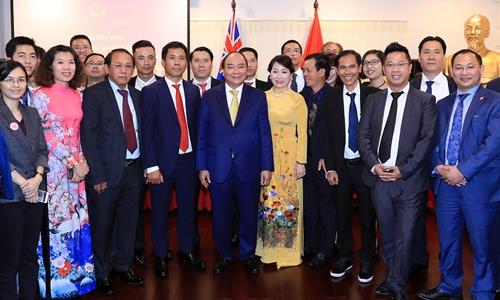 Thủ tướng Nguyễn Xuân Phúc và phu nhân gặp gỡ kiều bào. Ảnh: VGP.