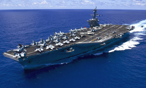 USS Carl Vinson diễn tập cùng chiến hạm Nhật trên Biển Đông - ảnh 1
