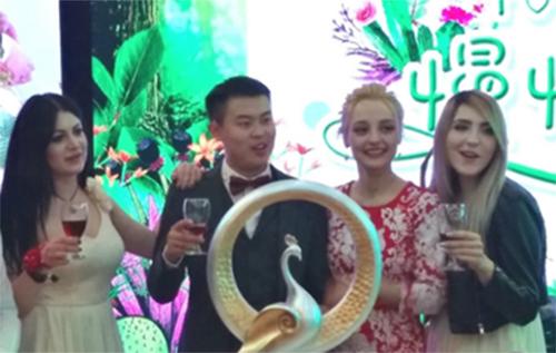 Cô dâu Ukraine gây ngạc nhiên vì từ chối nhận tiền của chú rể Trung Quốc - ảnh 1