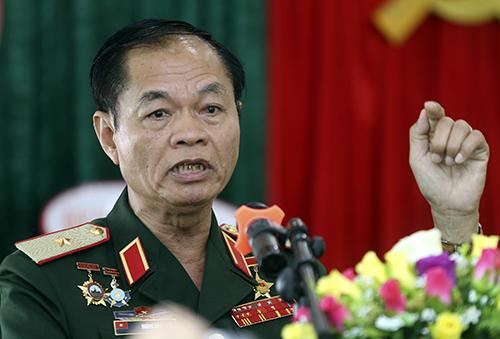 Thiếu tướng Hoàng Kiền khẳng định sự hy sinh của các liệt sĩ Gạc Ma là sự tự hào về tinh thần dũng cảm bảo vệ lãnh thổ tổ quốc. Ảnh: Nguyễn Đông.