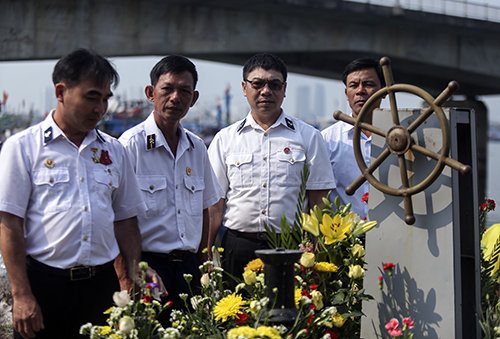 Từ trái qua, bốn cựu binh Thoa, Hiền, Thống, Đông - những người từng chiến đẩu trong trận đụng độ tại Gạc Ma, bị Trung Quốc bắt làm tù binh. Ảnh: Nguyễn Đông.
