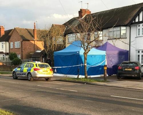Cảnh sát phong tỏa hiện trường quanh nhà ông.