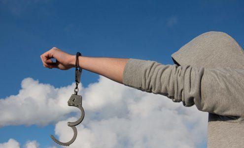Người được tha tù sớm phải báo công an xã mỗi khi vắng nhà