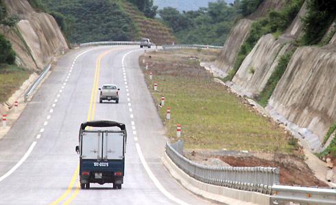 Cao tốc Nội Bài - Lào Cai giúp lưu thông hàng hóa sang Trung Quốc. Ảnh: Đ.Loan