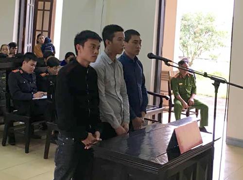 Án tù cho ba trai làng bắt cóc chủ quán nhậu để đòi tiền bảo kê