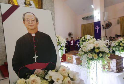 Trong suốt thời gian làm Tổng giám mục giáo phận TP HCM, Đức Tổng giám mục Phaolo Bùi Văn Đọc đặc biệt quan tâm đến những người nghèo. Ảnh: Quỳnh Nguyễn.