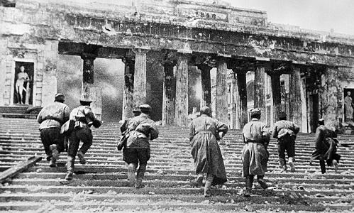 Nỗi phiền toái của người hùng Liên Xô mang họ Hitler