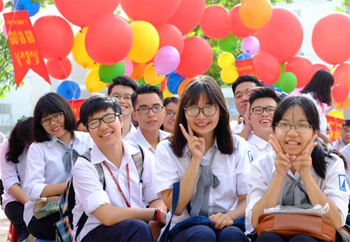 Học sinh Việt Nam trong lễ khai giảng. Ảnh: Giang Huy