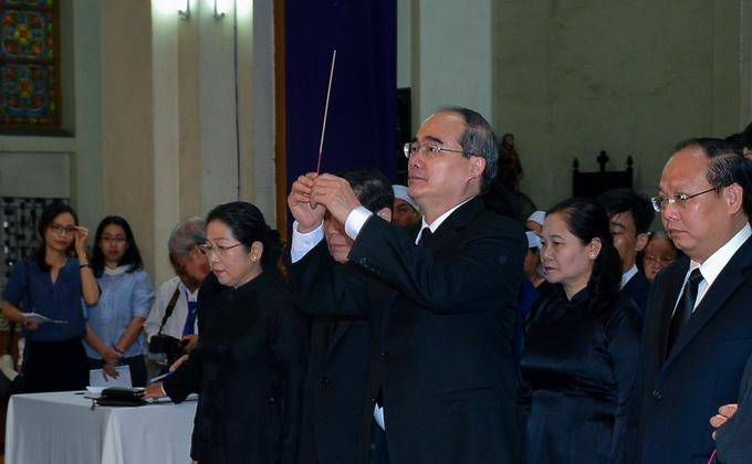Nhiều đoàn lãnh đạo viếng cố Tổng giám mục Phaolô tại nhà thờ Đức Bà - Ảnh minh hoạ 4