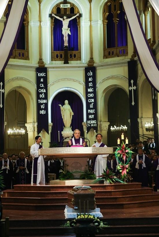 Nhiều đoàn lãnh đạo viếng cố Tổng giám mục Phaolô tại nhà thờ Đức Bà - Ảnh minh hoạ 2