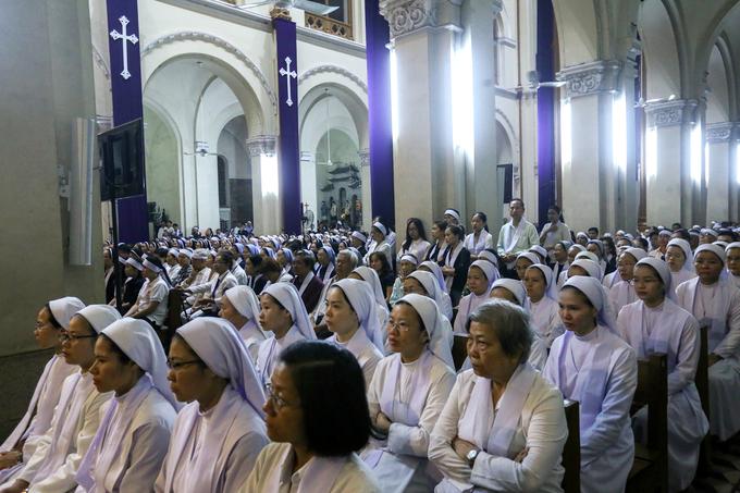Nhiều đoàn lãnh đạo viếng cố Tổng giám mục Phaolô tại nhà thờ Đức Bà - Ảnh minh hoạ 3