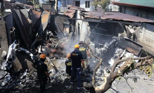 Máy bay lao xuống nhà dân tại Philippines, 10 người chết
