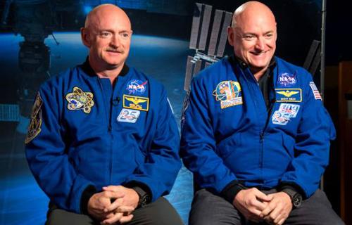 Phi hành gia Scott Kelly (phải) cùng người anh em sinh đôi Mark Kelly (trái). Ảnh: National Geographic.