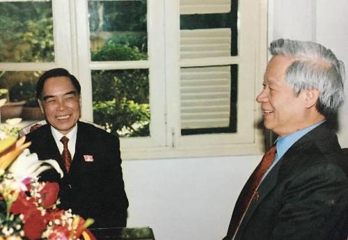 Nguyên Thủ tướng Phan Văn Khải và ông Trần Xuân Giá. Ảnh tư liệu.